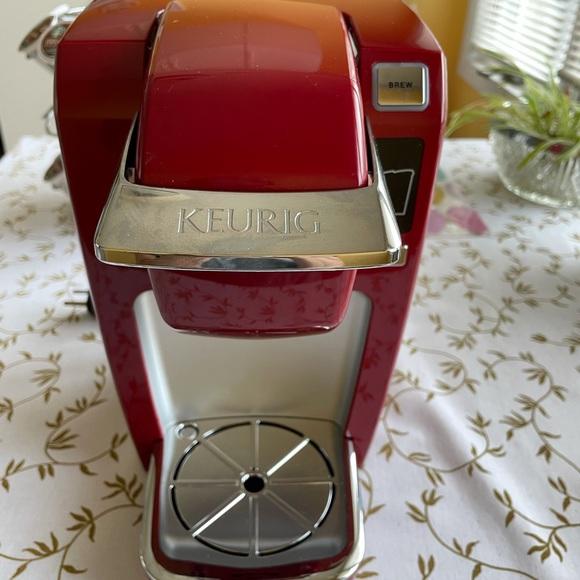 Keurig single serve K cup pod coffee maker